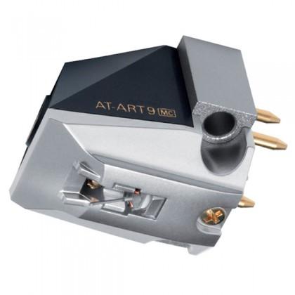 Головка звукоснимателя Audio-Technica AT-ART9Аксессуары для виниловых проигрывателей<br>AT-ART9 – флагманская модель головки Audio-Technica, одна из лучших в своем сегменте, результат передовых инженерных разработок Audio-Technica. В конструкции головки используется та же уникальная магнитная система, что и AT50ANV, обеспечивающая повышенную магнитную силу и минимальный уровень искажений. Катушки с обмоткой из безкислородной меди, разработанные по технологии PCOCC, выдают изысканное чистое звучание.<br>Картридж AT-ART9 отличается специальной заточкой кончика иглы Special Line Contact. Смонтированной из цельного бора, он обеспечивает точную передачу музыкального...<br>
