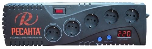 Стабилизатор напряжения Ресанта С2000Стабилизаторы напряжения<br>Стабилизатор Ресанта С2000 имеет функцию задержки, которая используется при подключении оборудования, которое периодически отключается и включается с заданными интервалами. Стабилизатор защищает бытовую технику, и чувствительную электронику от скачков напряжения в сети, которые могут привести к выходу из строя аппаратуры и дорогостоящему ремонту. Световая индикация и цифровой дисплей облегчают контроль за работой стабилизатора.<br><br>Тип: стабилизатор напряжения