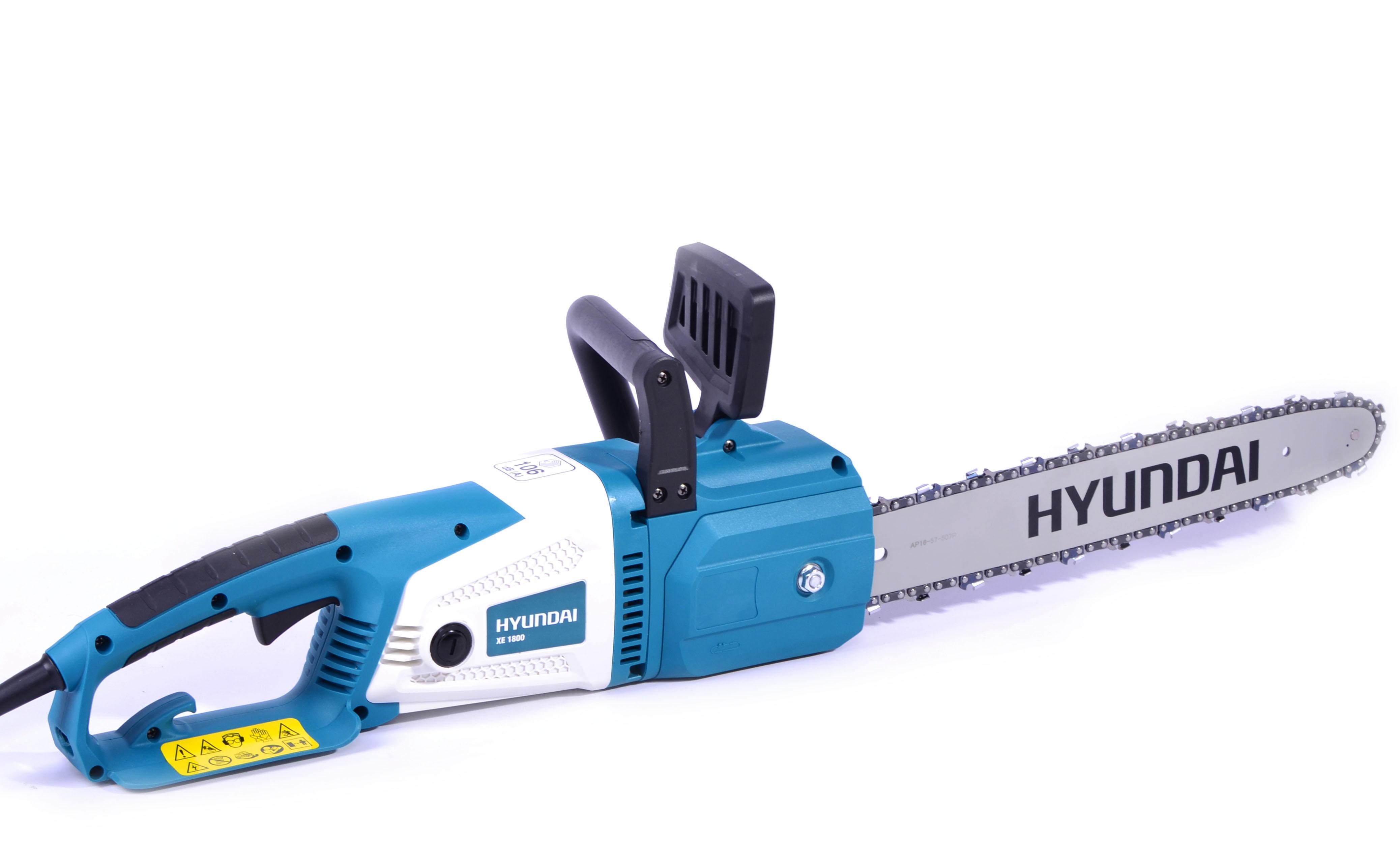 Электрическая цепная пила Hyundai XE 1800 High SpeedПилы<br>Hyundai ХЕ 1800 – это компактная и надежная цепная электропила, которая обеспечивает быстрый и аккуратный распил древесины различного диаметра. Стоит отметить небольшой вес и эргономичный дизайн, который позволяет работать с высокой маневренностью и контролировать точность распила. Данная модель оборудована двигателем мощностью 1800Вт, что вполне достаточно для длительной работы. Расположенный мотор продольно и работает от сети 220В, 50Гц. Для защиты двигателя предусмотрена система воздушного охлаждения.<br><br>Тип: электрическая цепная<br>Конструкция: ручная<br>Мощность, Вт: 1800