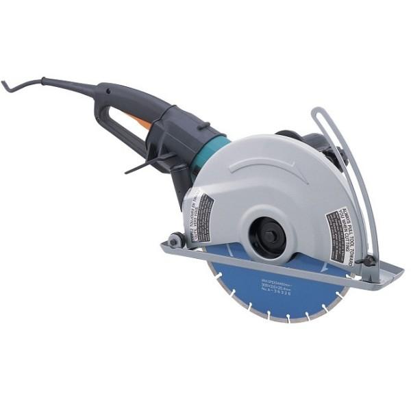 Отрезная пила Makita 4112SПилы<br>- Алмазный диск &amp;#40;диаметр — 305 мм&amp;#41; обеспечивает максимальную глубину резки 100 мм<br>- Плавный пуск<br>- Мягкость и комфорт при резке<br>- Специальная система привода с муфтой Super-Joint-System от Makita предотвращает рывки инструмента при работе и пуске.<br>- В кейсе<br>- Без диска<br><br>Тип: отрезная<br>Мощность, Вт: 2400<br>Дополнительно: нарезанная на роторе шестерня. Двойная изоляция. Система снижения вибрации SJS