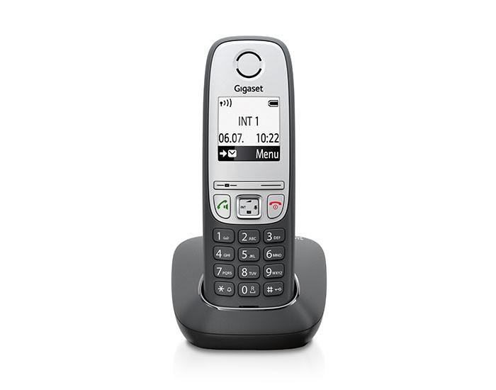 Радиотелефон Gigaset A415, BlackРадиотелефон Dect<br>Gigaset a415, black: надежность и функциональность.<br>Удобный, небольшой и очень надежный радиотелефон Gigaset a415, black прекрасно подойдет и для офиса, и для дома. Его управление очень простое и понятное, даже ваши дети моментально с ним разберутся. Что же касается количества функций, у этого телефона имеется полный набор всех необходимых для удобного общения возможностей. Хотите узнать, каких именно?<br>Попробуем перечислить основные из них: записная телефонная книга на 100 номеров, дневной и ночной режим работы с возможностью отключить громкость звонка, «горячие...<br><br>Тип: Радиотелефон<br>Количество трубок: 1<br>Стандарт: DECT/GAP<br>Радиус действия в помещении / на открытой местност: 50 / 300<br>Возможность набора на базе: Нет<br>Проводная трубка на базе : Нет<br>Время работы трубки (режим разг. / режим ожид.): 18 / 200<br>Полифонические мелодии: 20<br>Дисплей: черно белый<br>Журнал номеров: 20