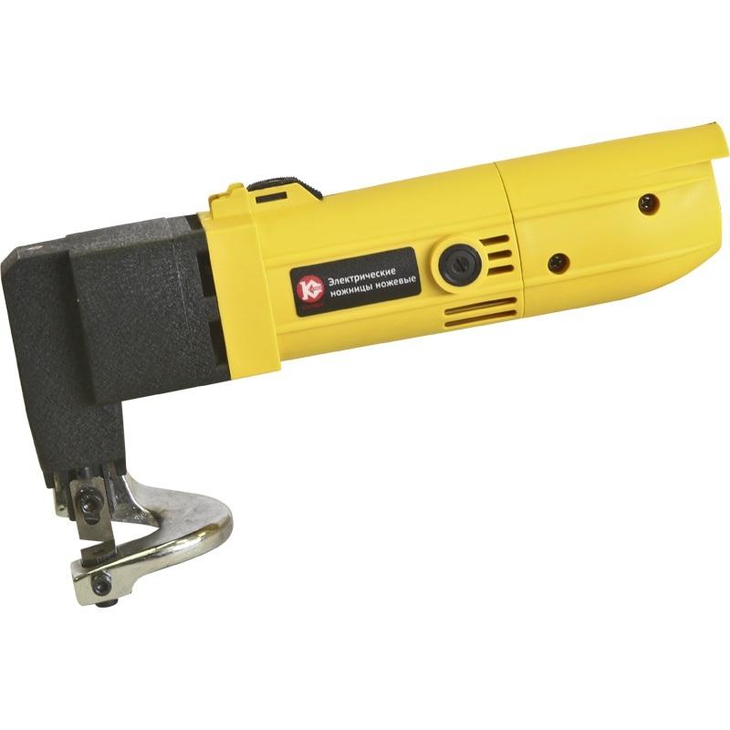 Ножницы электрические Калибр Мастер ЭНН-500/2,5мНожницы электрические<br>Листовые ножницы Калибр-Мастер ЭНН-500/2,5 м применяются для резки, в том числе и фигурной, листов металла толщиной до 2.5 мм. Мощность 550 Вт и скорость резания 3100 ходов в минуту обеспечат быструю и эффективную резку. Данная модель ножниц относится к серии Мастер, что говорит о готовности инструмента работать в трудных условиях.<br><br>Тип: Ножницы по металлу<br>Потребляемая мощность: 550 вт<br>Максимальная толщина стального листа: 2.5 мм