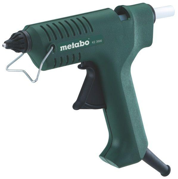Клеевый пистолет Metabo KE 3000 [618121000]Клеевые пистолеты<br>Комплект поставки:<br>- Клеевой пистолет Metabo KE 3000<br>- съемное сопло<br>- проволочная скоба<br>- клеевой стержень – универсальный, прозрачный<br>- картонная коробка<br><br>Особенности модели:<br>- Удобное хранение - Во время перерывов проволочная скоба и опорная поверхность позволяют принять пистолету устойчивое положение.<br>- Аккуратная работа - Специальный шариковый затвор предотвращает вытекание клея во время пауз в работе и при хранении. Для удобства заполнения различных швов применяются наворачивающиеся форсунки различной формы &amp;#40;плоское и округлое&amp;#41; - форсунки...<br><br>Питание: сеть<br>Температура: 200 С<br>Диаметр клеевых стержней: 11 мм<br>Длина клеевых стержней: 200 мм<br>Описание: производительность 18 г/мин
