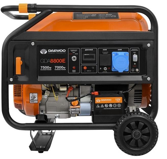 Электрогенератор Daewoo GDA 8800EЭлектрогенераторы<br><br><br>Тип электростанции: бензиновая<br>Тип запуска: ручной, электрический<br>Число фаз: 1 (220 вольт)<br>Объем двигателя: 445 куб.см<br>Мощность двигателя: 17 л.с.<br>Тип охлаждения: воздушное<br>Объем бака: 26 л<br>Активная мощность, Вт: 7000<br>Защита от перегрузок: есть