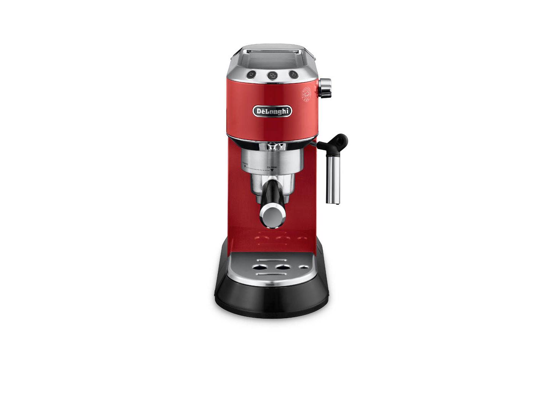 Кофеварка DeLonghi EC 680.RКофеварки и кофемашины<br>DeLonghi EC 680.R дарит удовольствие и позитив!<br>Одни больше любят эспрессо, другим по душе капучино, третьи предпочитают начинать утро с большой чашки американо. Здорово, что с кофеваркой DeLonghi EC 680.R легко приготовить все эти вкусные и бодрящие напитки!<br>Подогрев чашек, одновременное приготовление двух порций вкусного напитка, функция автоотключения, съемный лоток для сбора капель — все необходимое для вашего любимого кофе! Кроме того, эта кофеварка будет замечательно смотреться в интерьере любой кухни. Ярко-красный цвет, стильный и изящный корпус,...<br><br>Тип используемого кофе: Капсулы<br>Мощность, Вт: 1450<br>Давление помпы, бар  : 15<br>Материал корпуса  : Металл<br>Одновременное приготовление двух чашек  : Есть<br>Подогрев чашек  : Есть<br>Съемный лоток для сбора капель  : Есть