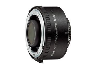 Телеконвертор Nikon TC-17E IIОбъективы<br>Чем удобен Nikon TC-17E II?<br>Чем так удобен телеконвертер Nikon TC-17E II? Во-первых, он очень компактный, поэтому его удобно носить с собой вместе с объективом. Во-вторых, он увеличивает фокусное расстояние в 1,7 раз, а, значит, вполне может периодически заменять громоздкие телескопические объективы. А, в-третьих, этот телеконвертер совместим с объективами Nikon AF-S и AF-I, что делает его практически универсальным.<br>Как вы сами видите, такой телеконвертер — очень выгодная покупка. Кстати, купить его можно уже сейчас на technomart.ru. Запасайтесь профессиональной техникой!...<br><br>Число элементов / групп элементов: 7 / 4