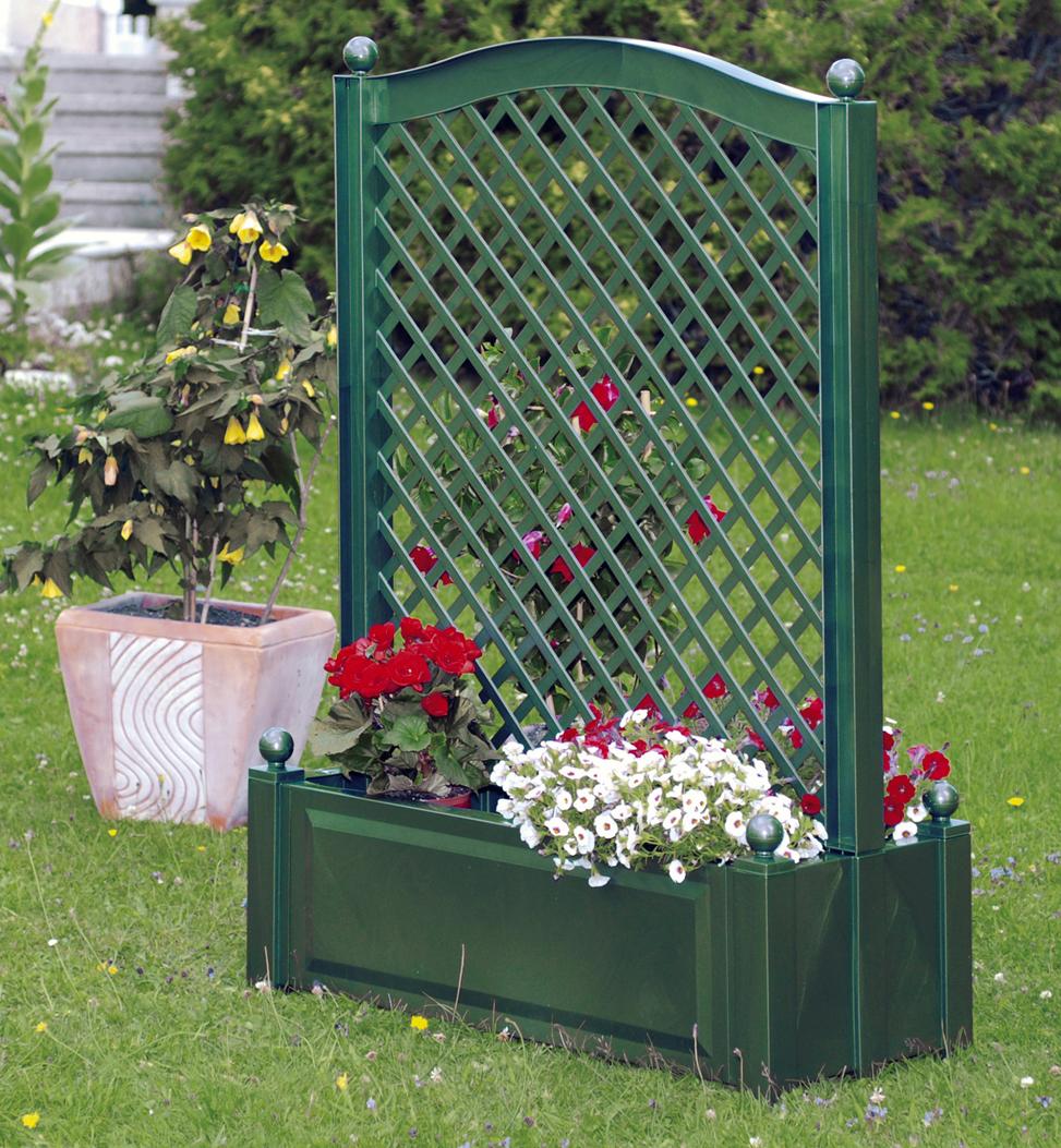 Ящик для растений KHW 37103 GreenСадовые конструкции<br>Солидная ящик-клумба - это архитектурная конструкция, соединившая клумбу и решетчатую шпалеру в цельную органичную вещь, которая придется по душе любому цветоводу. Клумба со шпалерой по центру, отлично вписывается в общую архитектуру загородного участка или дачного сада, украшает ландшафт и вносит в него разнообразие.<br><br>Тип: ящик для растений<br>Объем, л: 110<br>Материал : полипропилен<br>Шпалера в комплекте: есть<br>Колеса: нет