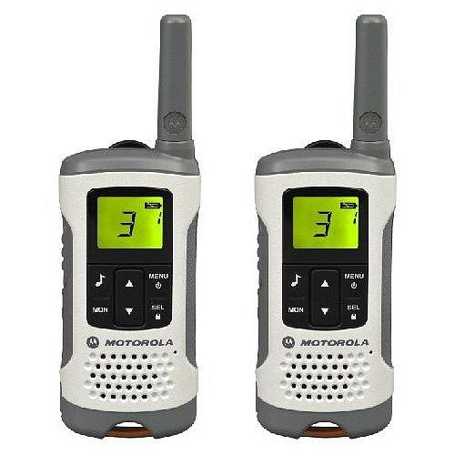 Комплект радиостанций Motorola TLKR-T50Радиостанции<br>Радиостанция Motorola TLKR T50<br>Наслаждайтесь пребыванием на свежем воздухе и оставайтесь на связи с помощью надежной и стильной рации T50. Независимо от мероприятия &amp;#40;однодневная поездка, праздничная экскурсия или просто выходные на природе&amp;#41; рация T50 позволит зайти дальше и оставаться на связи.<br>Для использования рации T50 не требуется лицензия, рация отличается такими основными характеристиками, как ЖК-дисплей, 8 каналов и диапазон действия 6* км без платы за разговоры.<br><br>Тип: Комплект радиостанций<br>Диапазон частот: 446.00625 MHz - 446.09375 MHz<br>Радиус действия: 6 км.<br>Количество каналов: 8 каналов и 121 код обеспечивают 968 комбинаций каналов.