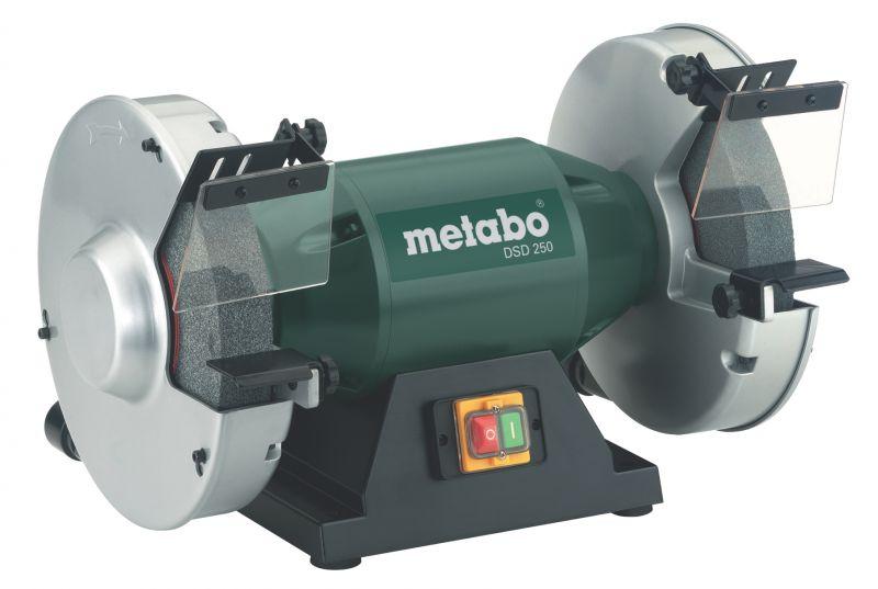Точильный станок Metabo DSD 250 [619250000]Шлифовальные и заточные машины<br>Комплект поставки:<br>- Metabo DSD 200<br>- шлифовальные круги из нормального корунда 36 Р и 60 N<br>- искрозащитные щитки<br>- накладка для заготовки<br>- шестигранный ключ<br><br>Особенности модели:<br>- Два круга - Точило оснащено двумя шлифовальными кругами:из корунда 60 N, 36 P.<br>- Защита от искр - Оптимальная защита от летящих искр обеспечит безопасность работы, а патрубки пылеотсоса на защитных кожухах- чистоту на рабочем месте.<br><br>Преимущества:<br>- Низкий уровень шума;<br>- Надежный ротор вала;<br>- Прочные защитные кожухи изготовлены из алюминиевого литья под давлением и имеют крепление ...<br>