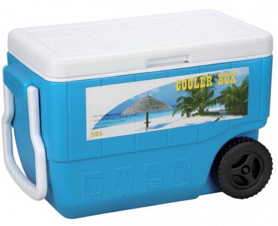 Термобокс Green Glade С22500Термосумки<br>Вместительный изотермический контейнер для хранения, переноски и перевозки холодных и горячих продуктов. Имеет большой объем - 50 л. Незаменим во время отдыха на природе, на пикниках, в дальней поездке, в туризме и т. п. Может использоваться в профессиональной сфере для хранения продуктов, напитков или мороженного. <br><br>Контейнер Green Glade 50 л, арт. С22500 долго сохраняет температуру продуктов. Многие люди покупают его, чтобы доставить на дачу или домой продукты охлажденными и неиспорченными. Эргономичность и долговечность этой модели, сделали ее популярной...<br><br>Тип: термобокс<br>Объем, л: 50<br>Материал: изотермический корпус с наполнением из полиуретана