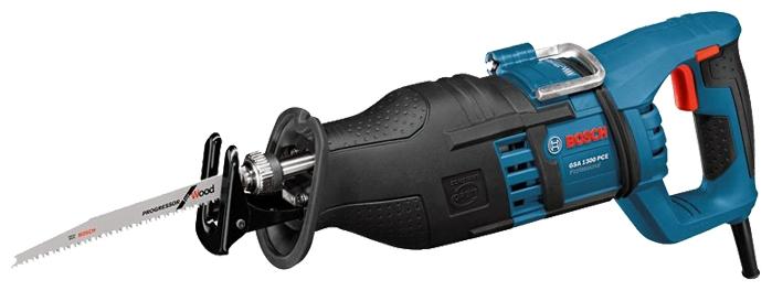 Сабельная пила Bosch GSA 1300 PCE Чемодан [060164E200]Пилы<br><br><br>Тип: сабельная пила<br>Конструкция: ручная<br>Мощность, Вт: 1300 Вт<br>Функции и возможности: подсветка, плавная регулировка скорости<br>Дополнительно: размер хода 28 мм. Число ходов в минуту 2900