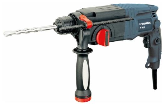 Перфоратор Hyundai H 900Перфораторы<br><br><br>Тип крепления бура: SDS-Plus<br>Потребляемая мощность: 900 Вт<br>Макс. энергия удара: 3.2 Дж<br>Макс. диаметр сверления (дерево): 30 мм<br>Макс. диаметр сверления (металл): 13 мм<br>Макс. диаметр сверления (бетон): 26 мм<br>Питание: от сети<br>Шуруповерт: есть<br>Возможности: реверс, электронная регулировка частоты вращения