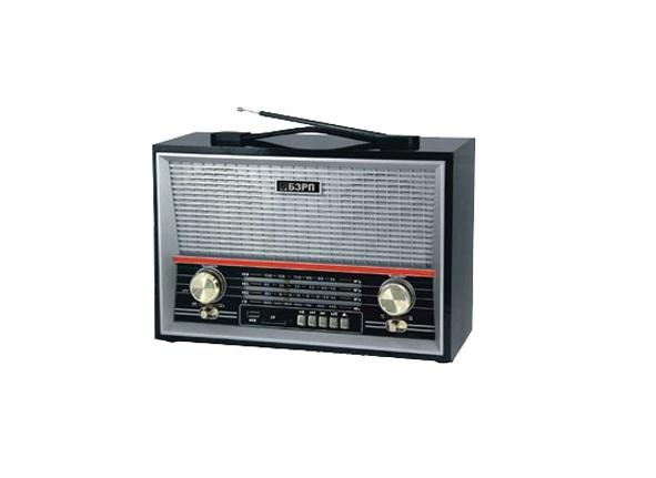 Радиоприемник Сигнал electronics РП-313Радиобудильники, приёмники и часы<br><br><br>Тип: Радиоприемник<br>Тип тюнера: Аналоговый<br>Колличество динамиков  : 2<br>Часы: Есть<br>Встроенный будильник  : Нет