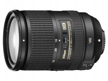 """Объектив Nikon AF-S 18-300mm f/3.5-5.6G DX VR (JAA812DA)Объективы<br>Nikon AF-S 18 300mm f/3 5 5 6g dx vr — 10 из 10.<br>Как только объектив Nikon AF-S 18 300mm f/3 5 5 6g dx vr появился на свет, он сразу же стал получать огромное количество положительных отзывов и оценок, как от профи, так и от фотографов-любителей. Случайно ли? Вовсе нет, вполне заслуженно.<br>Этот объектив универсален: он подходит абсолютно для любых видов съемки. Это особенно удобно в поездках и путешествиях, когда не хочется брать много разной оптики.<br>Потрясающе широкое фокусное расстояние — 18-300 мм, система подавления вибраций, которая позволяет добиваться высокой резкости даже...<br><br>Тип: Zoom объектив<br>Фокусное расстояние: 28–300 мм<br>Диафрагма: f/3,5–5,6<br>Минимальная диафрагма: f/22 (при 28 мм), f/38 (при 300 мм)<br>Автоматическая фокусировка: есть<br>Число элементов / групп элементов: 19/14<br>Число лепестков диафрагмы: 9<br>Угол обзора: 75–8?10' (53–5?20' в формате Nikon DX)<br>Минимальное расстояние фокусировки: 0,5 м/1,6"""" (во всем диапазоне увеличения)"""