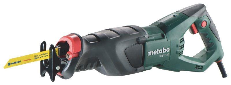 Сабельная пила Metabo SSE 1100 [606177500]Пилы<br>- Электромотор Metabo с хорошим запасом мощности и отличными показателями выносливости. Пила оборудована надежным редуктором, который в сочетании с эффективным мотором, дает возможность получить высокую скорость распиливания различных материалов. Сам редуктор имеет надежную защиту от пыли, грязи и брызг.<br>- Корпус редуктора изготовлен из прочного алюминиевого сплава под давлением &amp;#40;технология исключает появление воздушных раковин и гарантирует высокую прочность&amp;#41; и имеет прекрасно продуманную эргономику. Благодаря чему механизмы пилы надежно...<br>